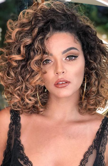 23 Best Shoulder Length Hairstyles for Women | Synthetic curly hair, Curly hair styles naturally, Curly hair styles
