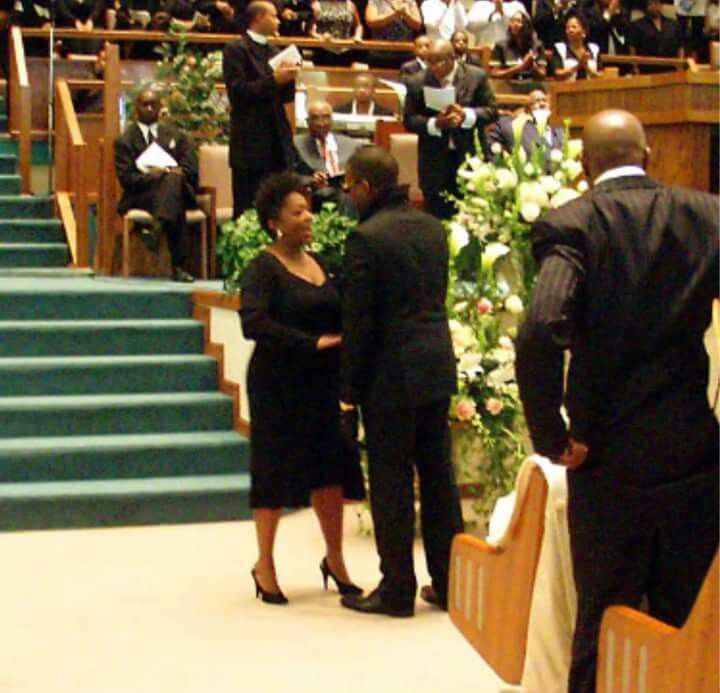 Anita At Kanye West Mom S Funeral Where She Sang Summertime Kanye West Mom Kanye West Funeral