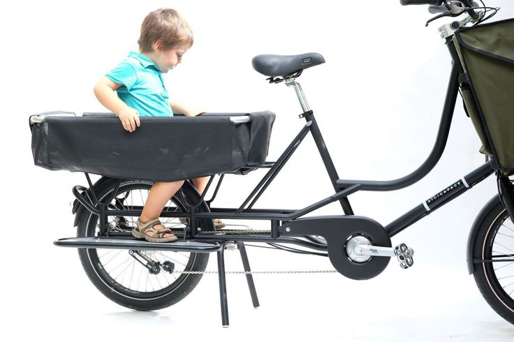 The Just-Long is the latest model from Milan-based cargo bike craftsman. Designed to carry up to three children, and 80 liters pay load in front bag. The Just-Long also comes with pedal assist fitted with a Sunstar motor, three modes and batteries 308 Wh enough for for 30-40 km.  The Just-Long has a 80cm long platform at the back.  Price includes the front bag. Many accessories and colours available.