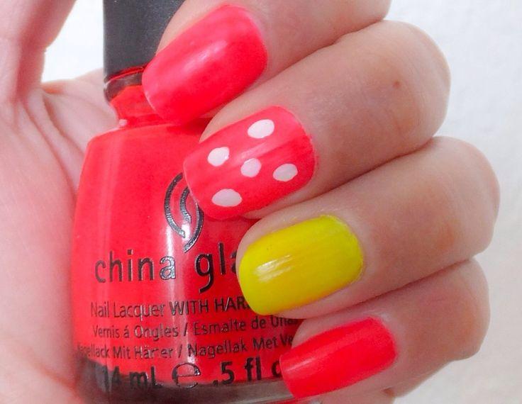 Hoy les comparto un nail art muy sencillo de lograr con los tonos de la colección de esmaltes de China Glaze para esta primavera. El neón continuará en tendencia para las uñas, puedes bajarle la intensidad al tono colocando puntos con el esmalte blanco para incorporar la tendencia Nail Dots a tu manicure.    Ya les había mostrado co