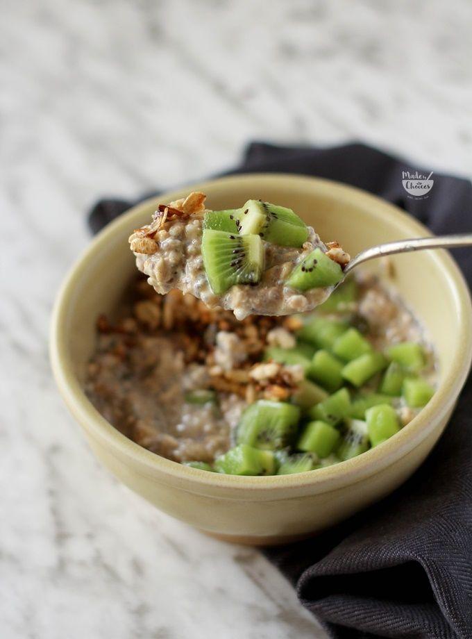 Receita fácil e deliciosa de overnight oats ou papas de aveia adormecida num versão quente e perfeita para o inverno.