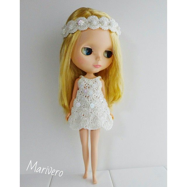 crocheting for a white sun dress with a hair band fo blythe