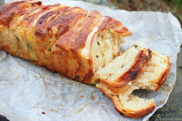 Trhací chleba se sýrem, česnekem a bylinkami