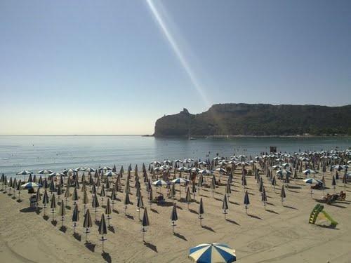Il famoso stabilimento del Lido di Cagliari, un paradiso a pochi metri dal centro cittadino.
