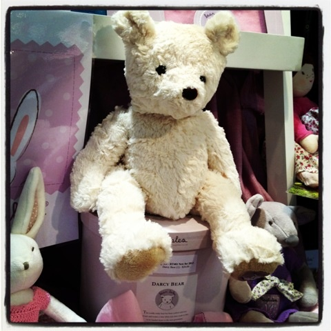 Say hello to Ragtales' darcy bear - this jointed fellow is super cuddly! He comes in a gorgeous hat box - Elf Carly thinks he's gorgeous #ragtales #toys @reedgiftfairs
