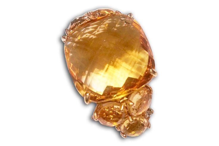 18 KARAT YELLOW GOLD FACETED CITRINE RING.
