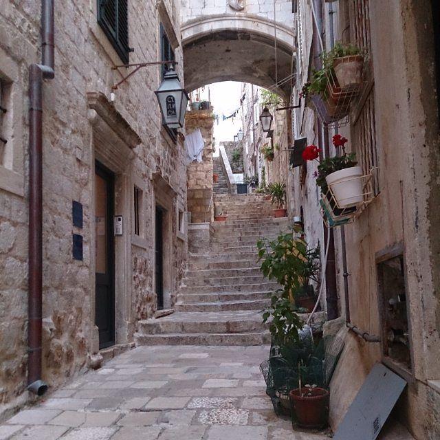 Staircase to heaven  #stairs #oldtown #olddubrovnik #dubrovnik #Croatia #dubrovnikstairs #dubrovnikoldtown #stonestreet #stonewalls #outofsight #sidestreet #streets #streetgarden