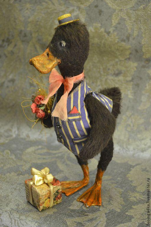 Купить ...а я к вам с подарочком! - коричневый, полоска, утка, птицы, шерсть, коллекционные игрушки