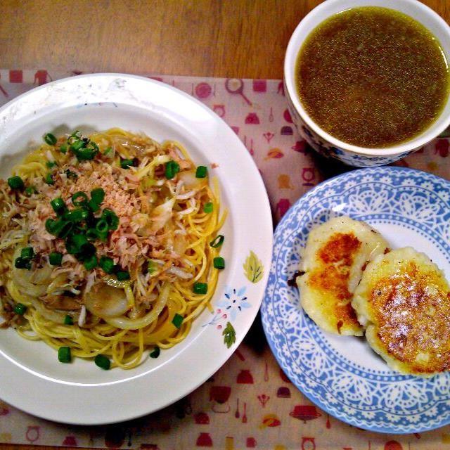 あさりの酒蒸しの残り汁でスープ~次あさり買ったらボンゴレパスタしたいな~ - 8件のもぐもぐ - 3月25日 ツナ、玉ねぎ、じゃこネギパスタ じゃがもちーず  あさり汁入りスープ by sakuraimoko