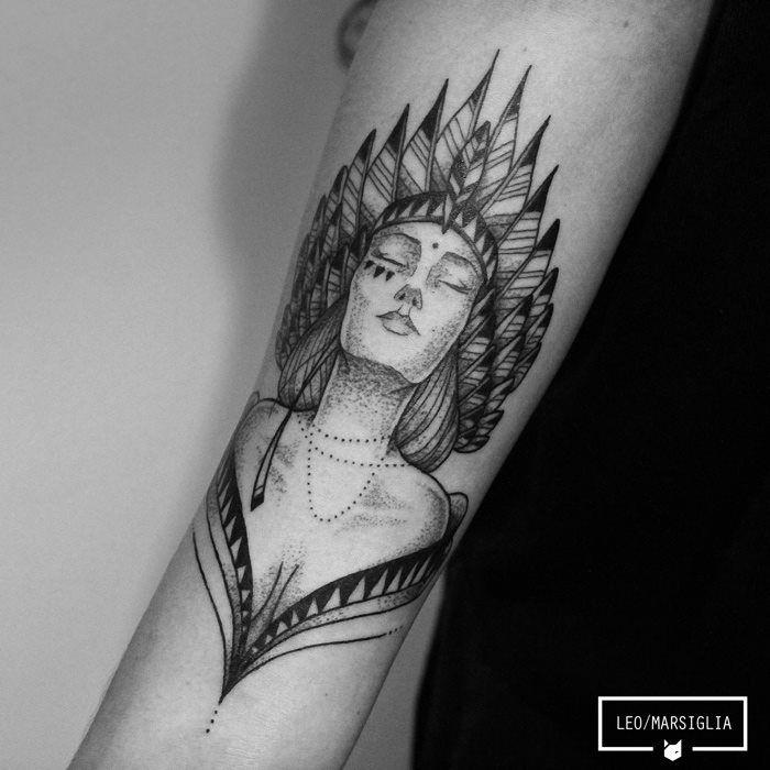 Leo Marsiglia é brasileiro e formado em design gráfico. Depois de 10 anos trabalhando com propaganda, o moço resolveu se livrar das garras de uma profissão qual nunca se sentiu verdadeiramente bem e agora está com os bichos soltos. O trabalho de Leo como tatuador se alastrou com menos de 2 anos de trabalho. Depois (...)