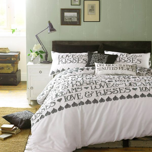 17/11/2014 - EMMABRIDGEWATER BLCK TOAST DUVET SET: The response to our new range of Emma Bridgewater bedding has been wonderful so I thought I'd feature this charming duvet set this week in Emma's iconic and unmistakable Black Toast design, so well recognised on her pottery.