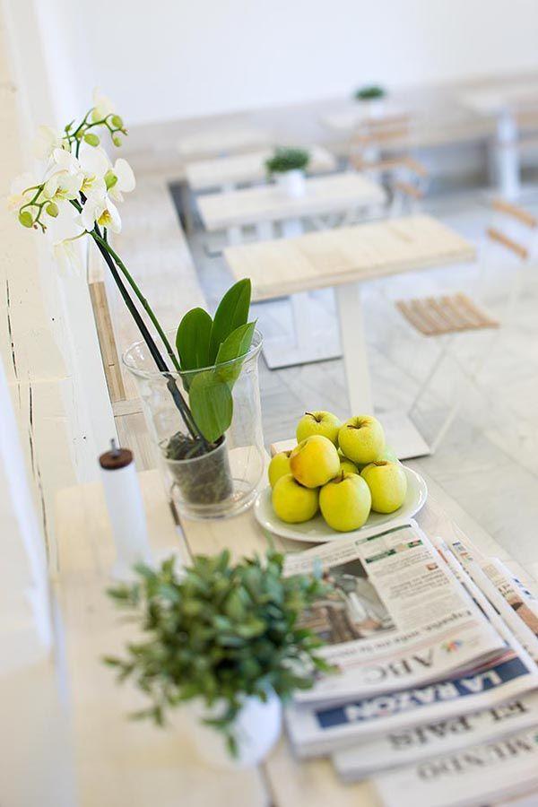 El blanco absoluto nos invita a 'entrar en [h]arina', una nueva panadería que abre su segundo local en Madrid.   diariodesign.com