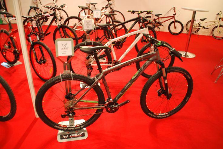 Entre las 'top' de gama, también encontrábamos bicis más asequibles