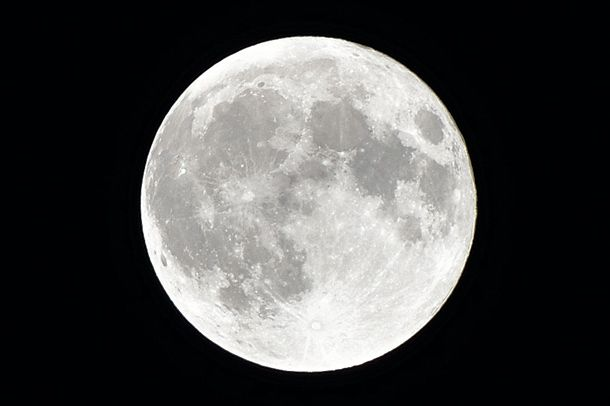 Photographing the moon: how to set up your camera for the best results
