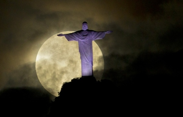 Super moon over Rio  check our gallery: http://bit.ly/IE5MBc