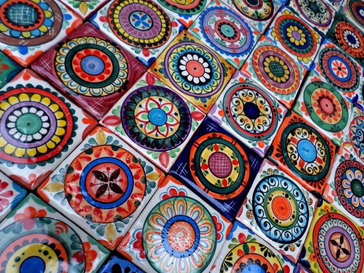 Azulejos de 10x10 Cm. Elaborados y decorados a mano en estilo mandalístico.