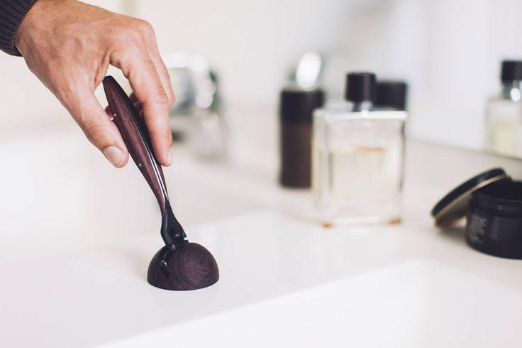 Artaban est un rasoir design d'exception, fabriqué par des artisans français et façonné dans les plus nobles matériaux. Votre nouveau luxe du matin.
