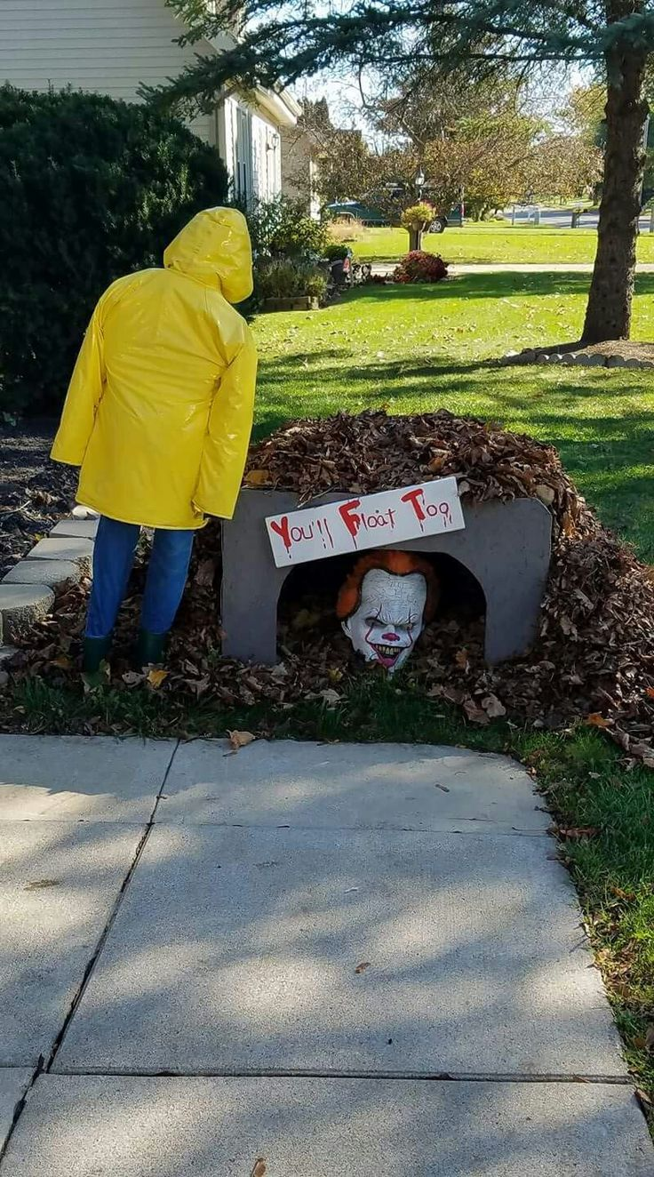Pennywise the Clown Halloween scene