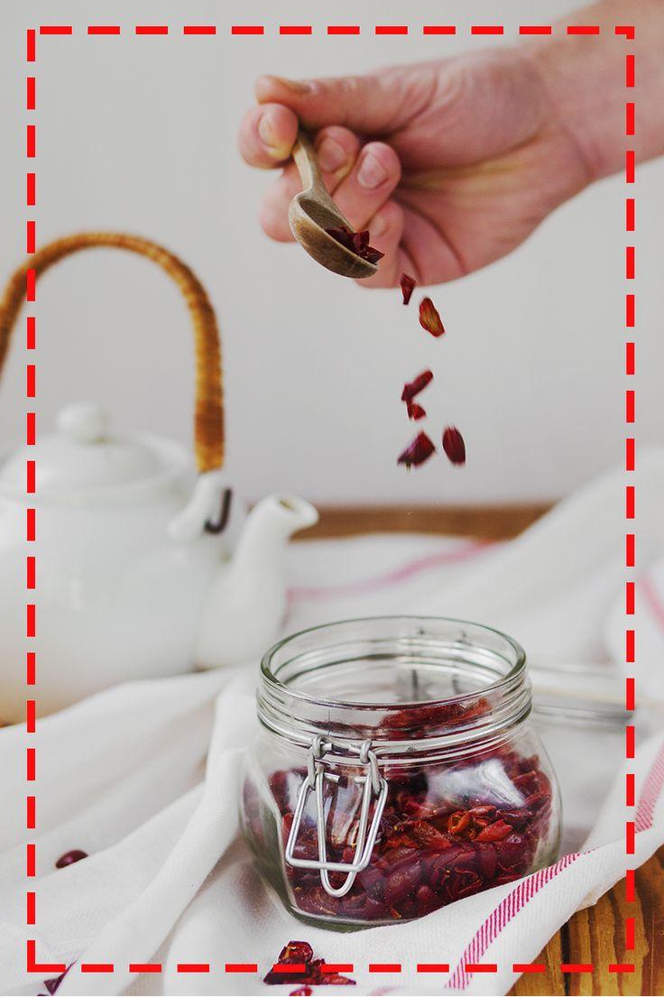 Suszona ostra papryczka dodaje odporności i poprawia metabolizm! Spróbujcie ją zrobić same! http://www.pasjasmaku.com/jak-suszyc-papryczki-chili/