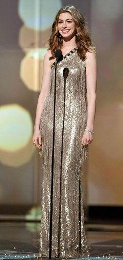 Anne Hathaway in Oscar de la Renta (2011).