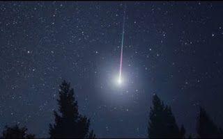 27 de julio Lluvia de estrellas: las  Delta Acuáridas.  Continuando con nuestro derrotero celeste, hoy nos visitarán las estrellas de las Delta acuáridas. El 28 de julio y 29 estarán en su apogeo (pero entrarán en escena el 27 de julio), se podrán ver tenuemente antes del amanecer ....