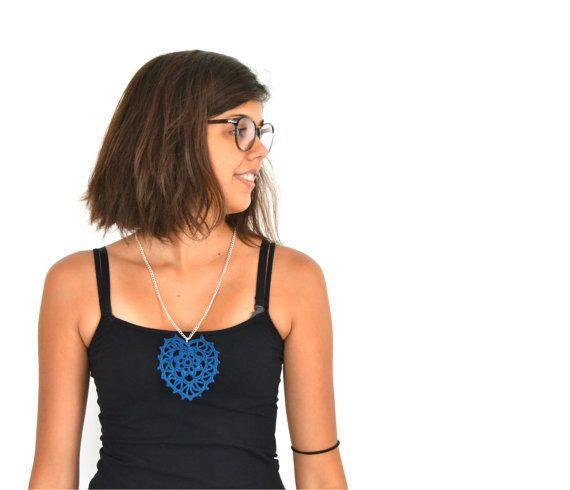 Heart Collana lunga con pendente a cuore di pizzo blu di VereV