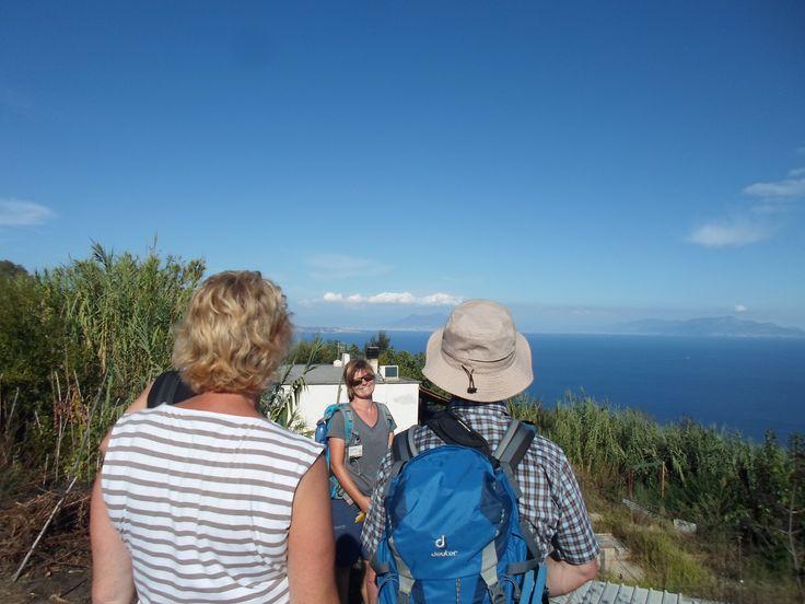 Bei einer tollen Aussicht und schönem Wetter die Ostküsten-Wanderung jeden Montag Nachmittag genießen; mehr dazu unter eurogeopark.com #ischia #eurogeopark #wandernaufischia #geileswetter