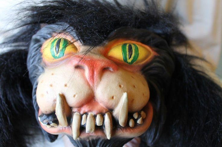 EUC! Large 2001 PMG SCARY Black Furry Halloween Decoration Cat Prop Latex Face