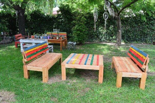 Sometime we craft it for design and sometime for utility and comfort but some rare times we craft it multipurpose. This rehashed wood pallet bench and table is serving both the purpose of decor with comfort seats and a wide table to complement the giant decent projects for your garden.