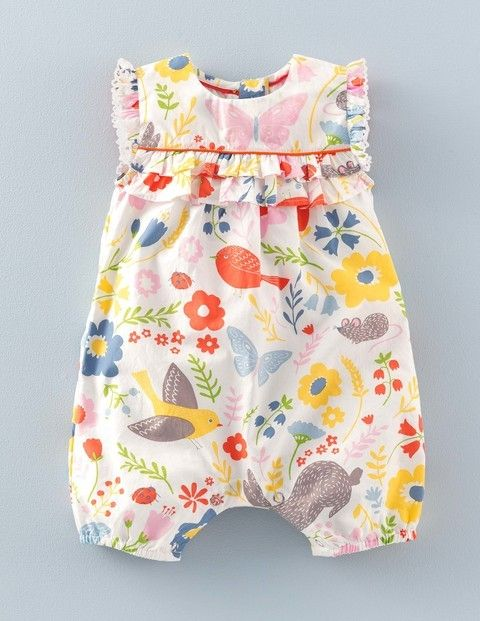 Our baby cotton playsuit in a nostalgic style is designed for all their explorations – however big or small.