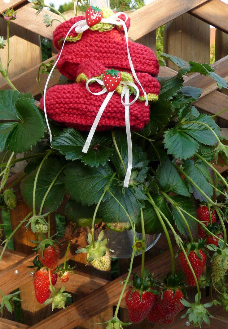 Erdbeerschühchen im passenden Ambiente