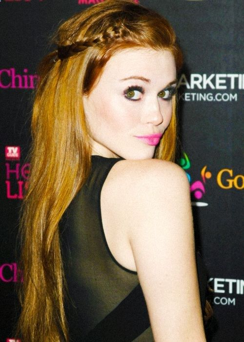 Holland Roden. This girl always has it together! Im obsessed with this makeup her hair is perfection!
