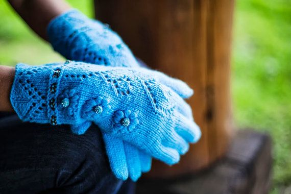 Knit Cashmere gloves with fingers luxurious one of a by MaruWool, €89.90