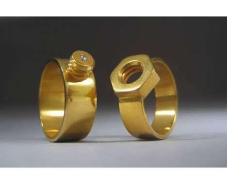 Un anello di nozze è un simbolo di amore e l'impegno ad un'altra persona, e mentre i diamanti scintillanti sono sicuramente un modo per fare sorridere una sposa, questi anelli di nozze originali sono più per le coppie che vogliono qualcosa di unico e personalizzato da esibire e far stupire. http://www.trendhunter.com/slideshow/outrageous-wedding-rings#13