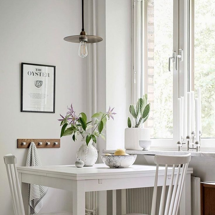 Mysig liten matplats på Norra Gubberogatan 26. Vi önskar er alla en härlig helgTillsalu via @bjurfors_goteborg .  .  .  .  .  .#homelyaddiction #heminredning #hemnetinspo #hemnet #interiordesign #interior #interior4you #interior4all #interiormilk #styling #scandinavianhomes #scandinaviskehjem #scandinaviandesign #bybon #bybonhome #bjurfors_goteborg #housedoctor #polspotten