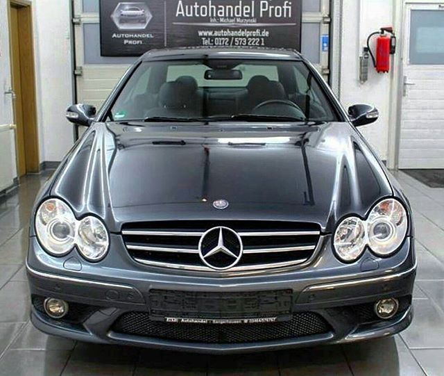 The gorgeous final facelift CLK in AMG trim. 😍😍#MercedesBenz #CLK #Mercedes #Benz #CLK320 #CDI #CLK320CDI #MercedesCLK #OM642 #V6 #Turbo #Diesel #TurboDiesel #C209 #W209 #209 #CLKcoupe #Pillarless #Coupe #PillarlessCoupe #PillarlessBenz #DieselBenz pic by @ibo_rachid #CLKdrivers and dont forget to like us on Facebook! www.facebook.com/CLKdrivers