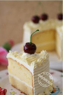 dailydelicious: WHITE CHOCOLATE CAKE WITH WHITE CHOCOLATE BUTTER CREAM FROSTING