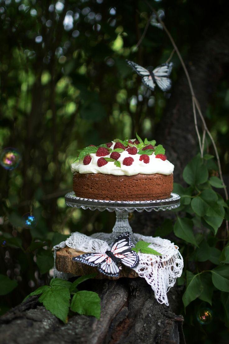 Raspberry & mascarpone cake