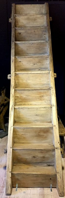 Unieke antieke houten trap. De trap is in perfecte staat. Antieke houten trap te koop. oude houten trap te koop.