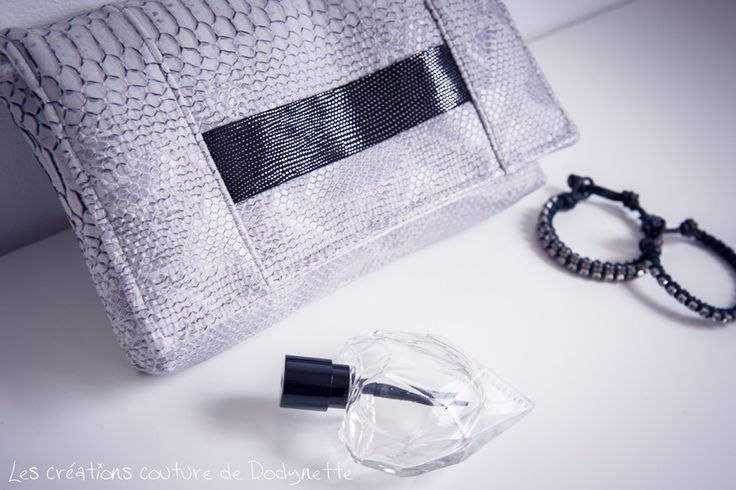 """Aujourd'hui, je vous ai préparé un article """"test patron"""" sur une jolie pochette appelée le Cachôtin , un modèle de la créatrice Sacôtin . J'ai découverts Sacôtin en me promenant sur la toile : j'ai d'abord visitéson Blog et ses tutoriels de couture..."""