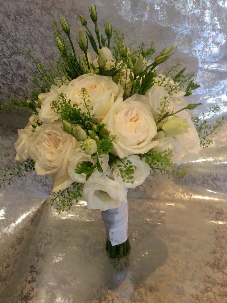 Νυφική ανθοδέσμη #γάμος #ανθοδέσμη #νύφη #ανθοστολισμός #μπουκέτο #lesfleuristes #ανθοπωλείο #τριαντάφυλλο
