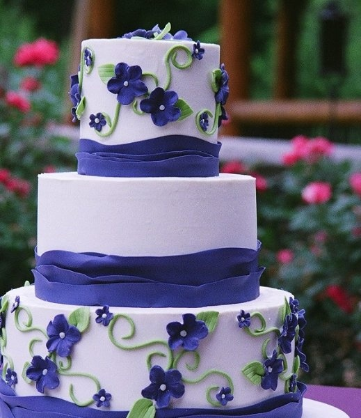 Wedding Cake Design ( in red... i think so)