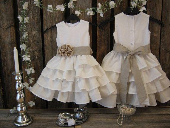 Off white linen flower girl. Toddler ruffle par englaCharlottaShop, €42.00