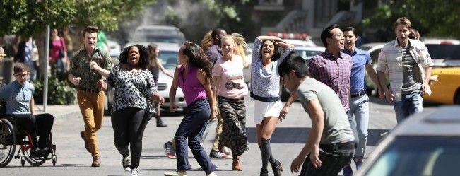 Ecoutez Sam chanter Girls on film de Duran Duran, chanson reprise dans le final de Glee ce mardi 13 mai. Plus le cast chante Pompeii de Bastille.