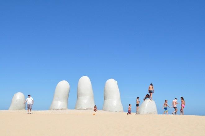 50 km stretch of beachfront in the South of Uruguay, which includes the town of Punta del Este, La Barra, Manantiales and Jose Ignacio.