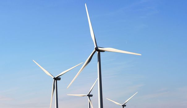 Le kilowattheure d'une ancienne centrale nucléaire ne serait pas beaucoup moins cher à produire que celui d'un parc éolien flambant neuf. Trois graphiques éclairants.