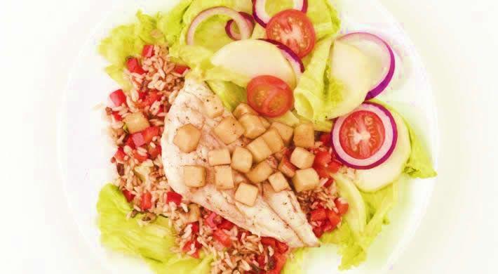 www.4cooking.ro -File de păstrăv cu salată de gulie și mere- Salată de gulie și mere servită cu un file de păstrav facut la cuptor alături de o garnitură de orez cu ciuperci, este o mâncare sățioasă, extrem de gustoasă și foarte sănătoasă. Acest fel de mâncare se prepară foarte ușor și este echilibrată din punct de vedere nutrițional. www.4cooking.ro