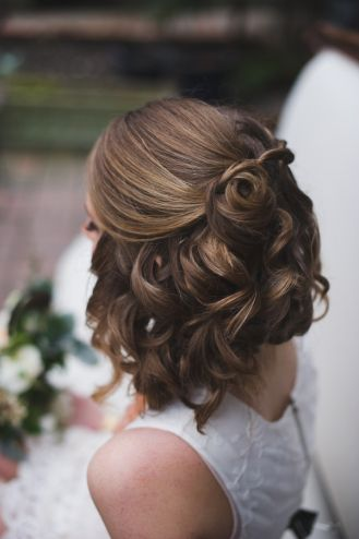 Lovely wedding hair style for short hair