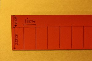 Paso a paso, aprenderás como hacer una linterna China de papel. La manualidad perfecta para celebrar el festival de las luces.: Traza líneas