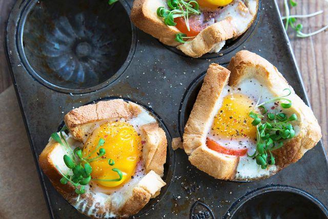 Recette de Œufs sur pain grillé en coupes - Kraft Canada